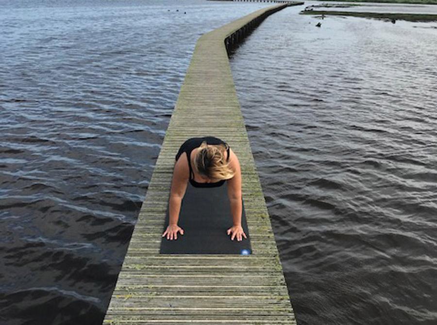 Yoga aan het water